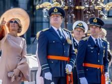 Straaljagers vliegen over Binnenhof ter ere van majoor-vlieger