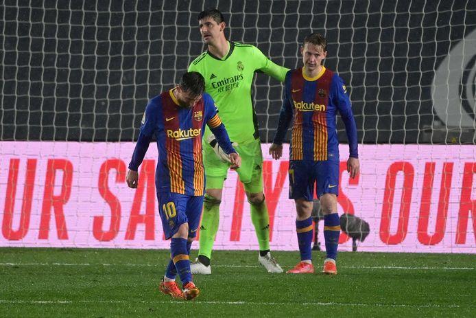 Lionel Messi en Frenkie de Jong treuren.