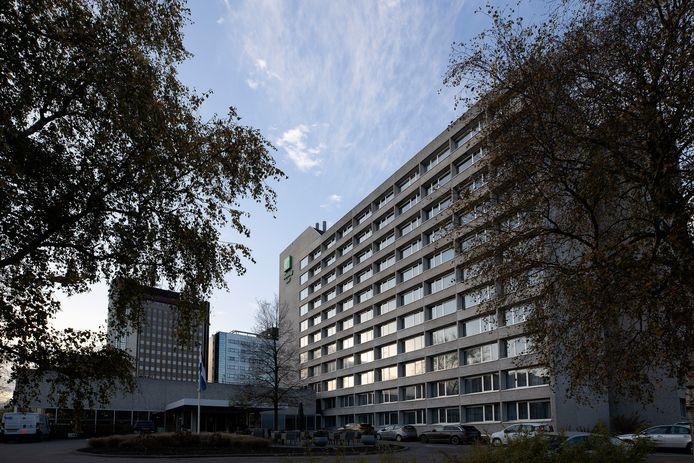 Eindhoven ED2020-7443 *Holiday Inn Hotel* gezien vanaf de Fellenoord/Montgomerylaan