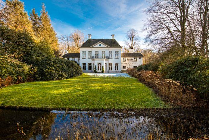 Landgoed Klarenbeek aan de Zuiderzeestraatweg West in Doornspijk wordt ter veiling aangeboden.