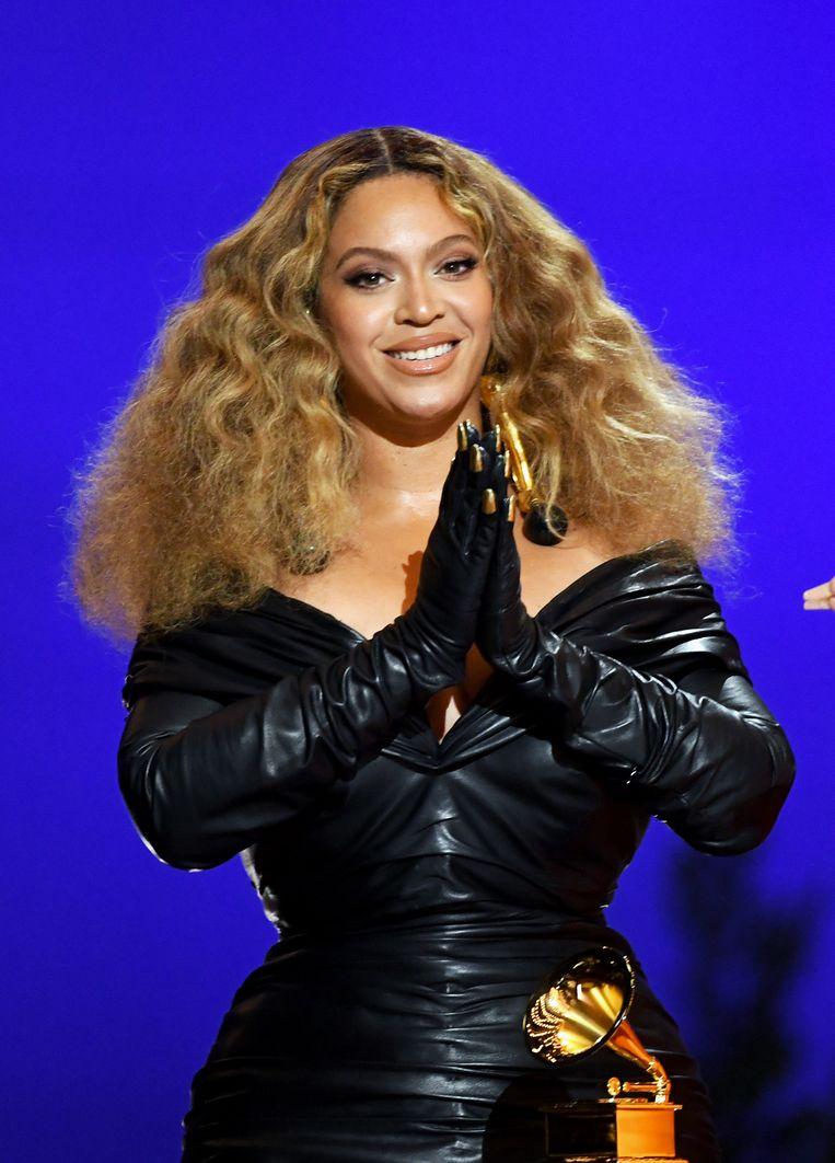 Beyoncé neemt de Grammy voor beste rapuitvoering in ontvangst voor haar nummer 'Savage'.  Beeld Getty Images