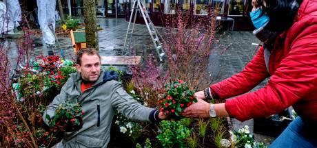 Froukje de Both en Tom Groot zetten met 'Eigen Huis & Tuin' Dordtse zorgmedewerkers in het zonnetje