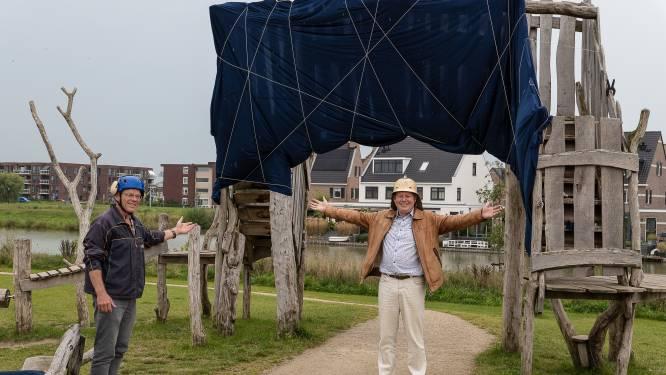 Wat Christo kan, kan dit kunstenaarsduo ook: de 'Arc de Triomphe' inpakken