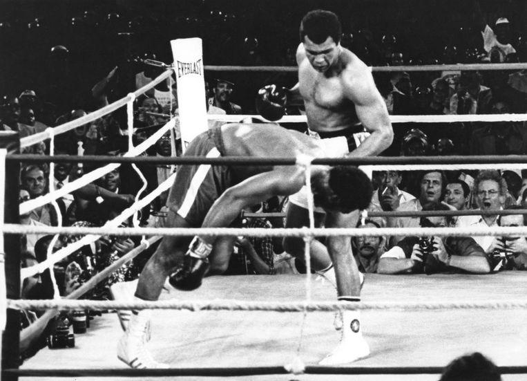 Muhammad Ali mept George Foreman neer in 1974. Ook dat was een grootse comeback. Beeld AP