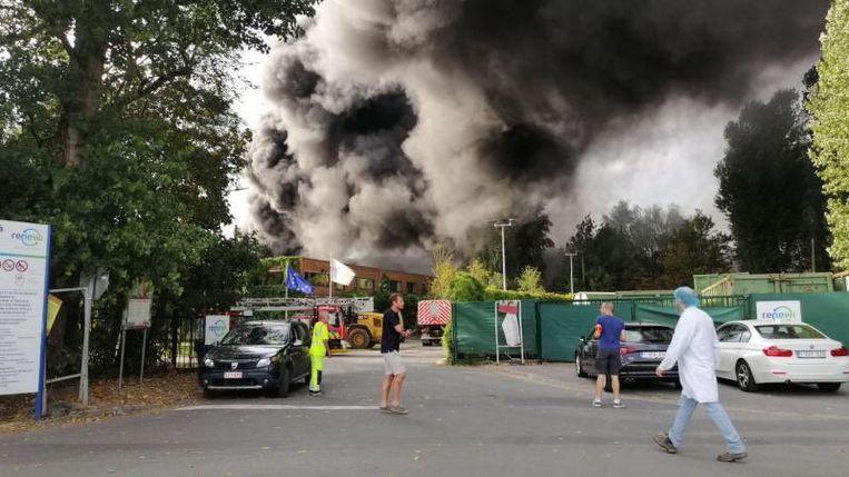 Verschillende brandweerkorpsen, onder meer uit Frankrijk, zijn ter plaatse.