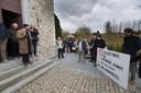Het Katholiek Forum protesteerde aan de kerk tegen de 'ontaarde kunst' van Herck.