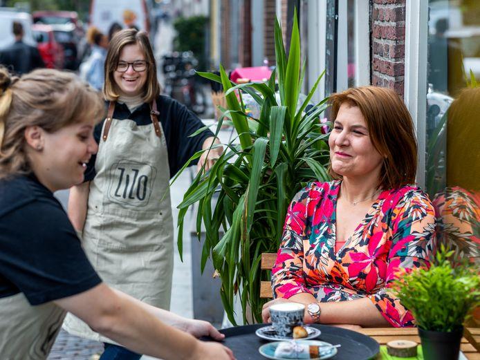 Nanette van der Heiden (39) schuift nog regelmatig aan bij eetcafé ZiZo aan de Oudegracht waar ze eerder theatershows gaf.