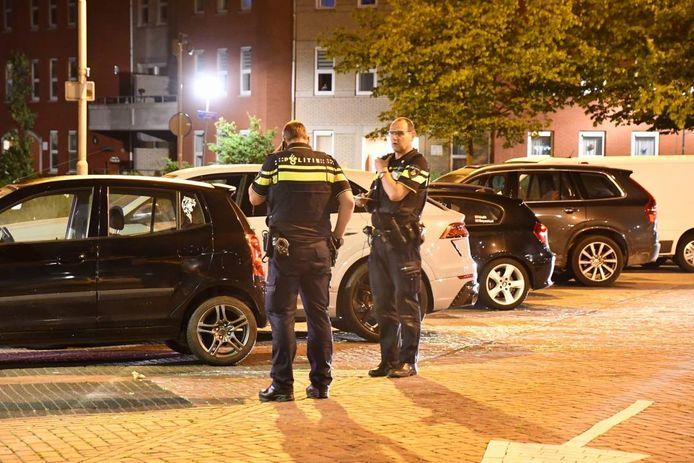 Agenten op de parkeerplaats aan de Koepoort in Goes.