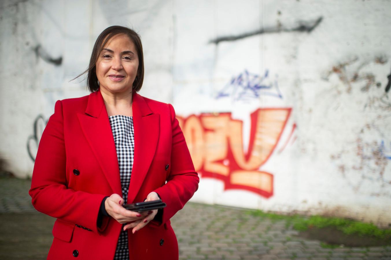 Schepen voor loketten, Nabilla Ait Daoud (N-VA), doet de nieuwe plannen uit de doeken.