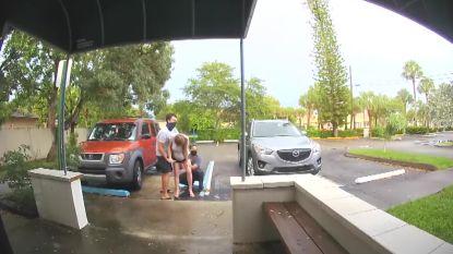 Deurbelcamera filmt bevalling op parking van het ziekenhuis