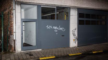 Vandaal teistert Coupure-wijk met graffiti op garagepoorten