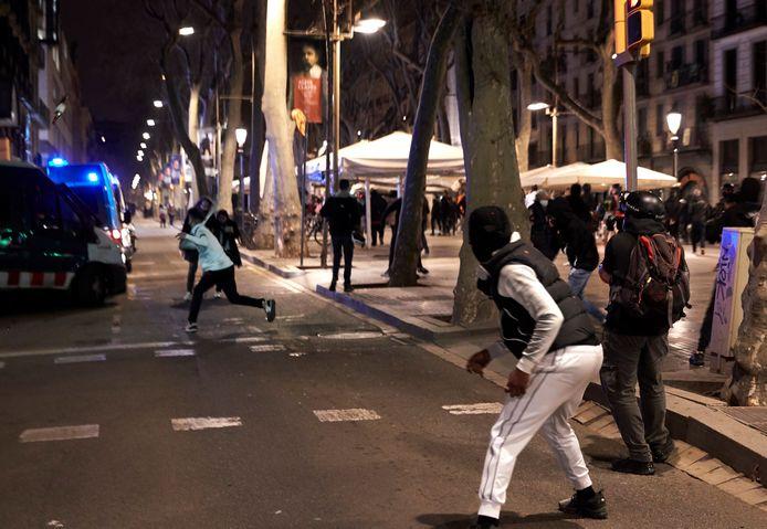 Une marche contre l'emprisonnement d'un rappeur espagnol dégénère à Barcelone.