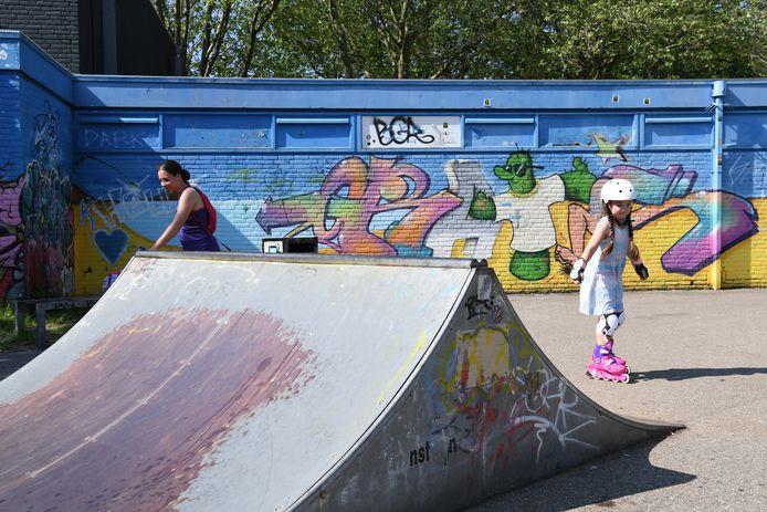 De skatebaan aan de Monseigneur Ariënsstraat wordt vernieuwd op een andere plek in Rijen. Marisia maakt, samen met haar moeder, nog elke dag gebruik van de oude baan.