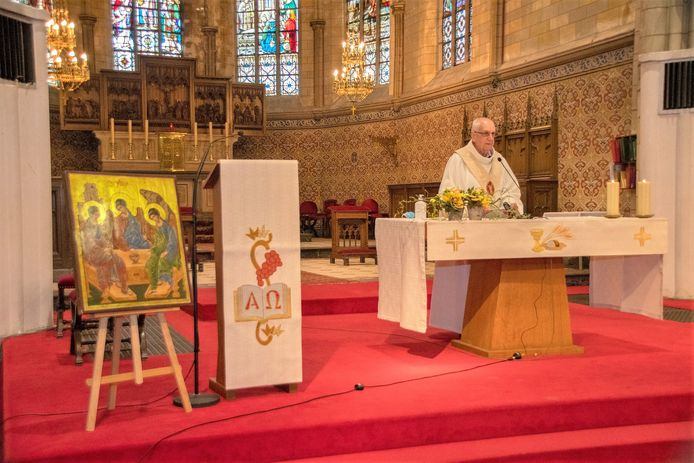 Op Paasmaandag sprak pastor Jef Devillé in de Sint-Veroonskerk de vertegenwoordigers van de deelnemende groepen toe.