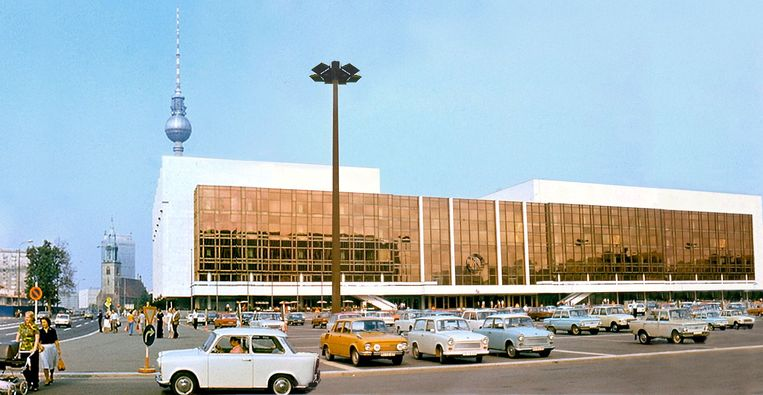 Het Oost-Duitse Palast der Republik in 1977. Beeld Creative Commons 3.0, Istvan