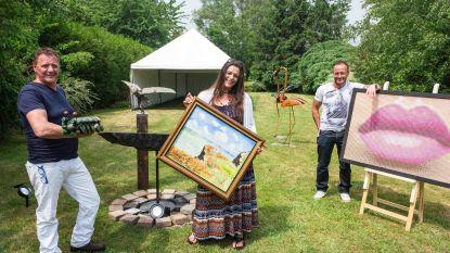 Dochter stelt werk overleden schilder tentoon
