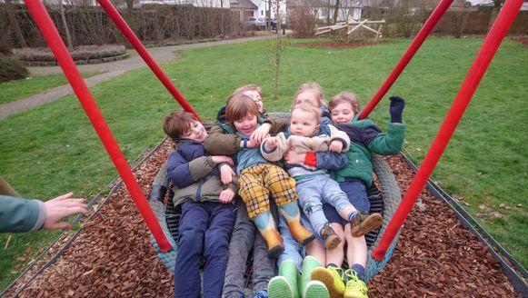 Kleinere speelpleintjes, zoals hier in de Clementwijk, zijn opnieuw open. De grotere sport- en speelplekken blijven gesloten.