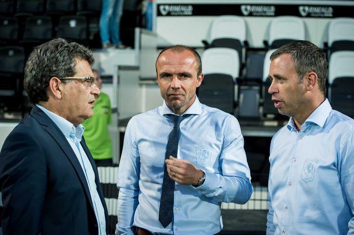 Ted van Leeuwen als technisch directeur van FC Twente met trainer Alfred Schreuder (midden) en assistent Rene Hake.