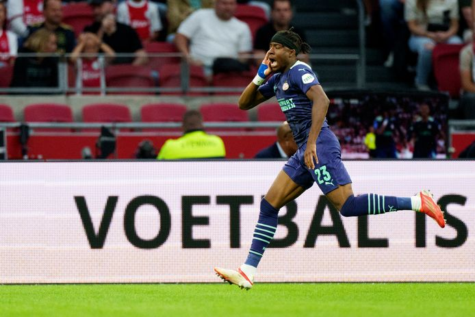 Noni Madueke was bij vlagen ongrijpbaar tegen Ajax.