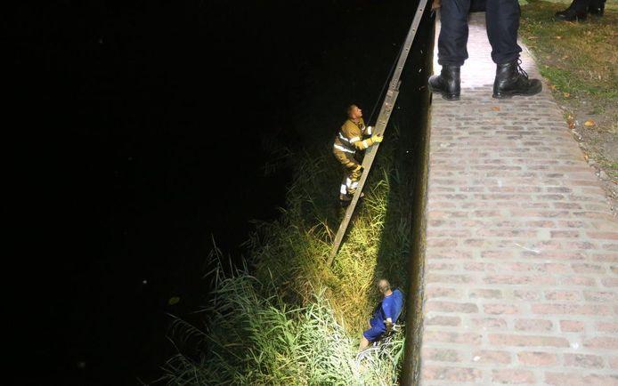 Man rijdt met fiets stadsmuur in Den Bosch af en valt zes meter naar beneden.