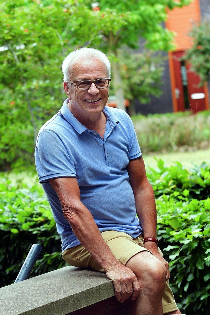 Wim van den Broek, naamgenoot van de verslaggever in de met eigen middelen aangelegde tuinen rondom woonvoorziening Kerkakkers.