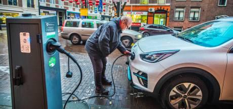 Meer Tesla's op de weg: Den Haag verdubbelt aantal laadpalen