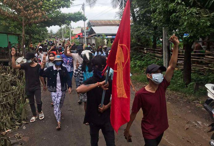 Een protestmars tegen de militaire staatsgreep in Myanmar.