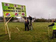 Protestbord tegen KFC en Domino's wéér gesneuveld: actiecomité denkt te weten uit welke hoek daders komen