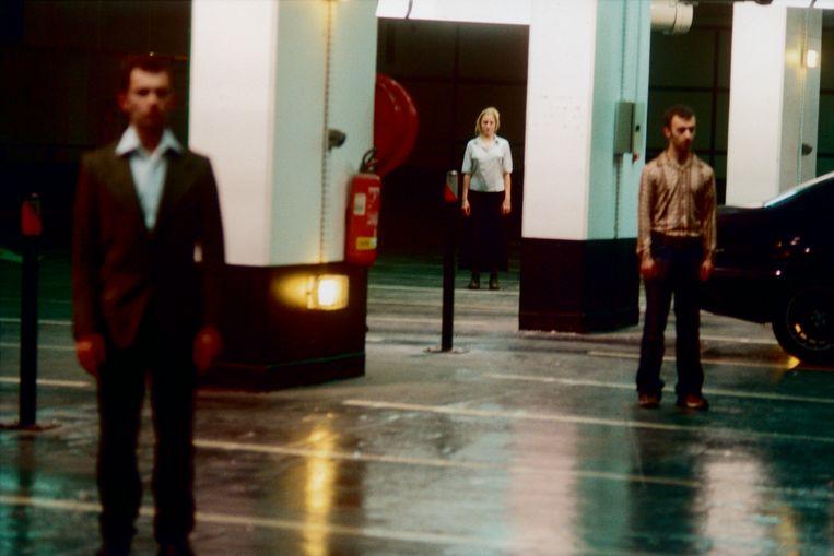 Voorstellingen van 'Highway 101' speelden op locatie of – zoals in de Kaaitheater-studio's in Brussel – niet in de zaal, maar doorheen het hele gebouw.  Beeld Chris Van der Burght