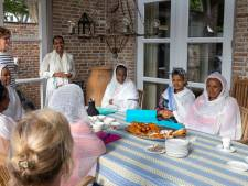 Eritrese vrouwen leren 't liefst in de praktijk; pinnen uit de muur en één plus één gratis