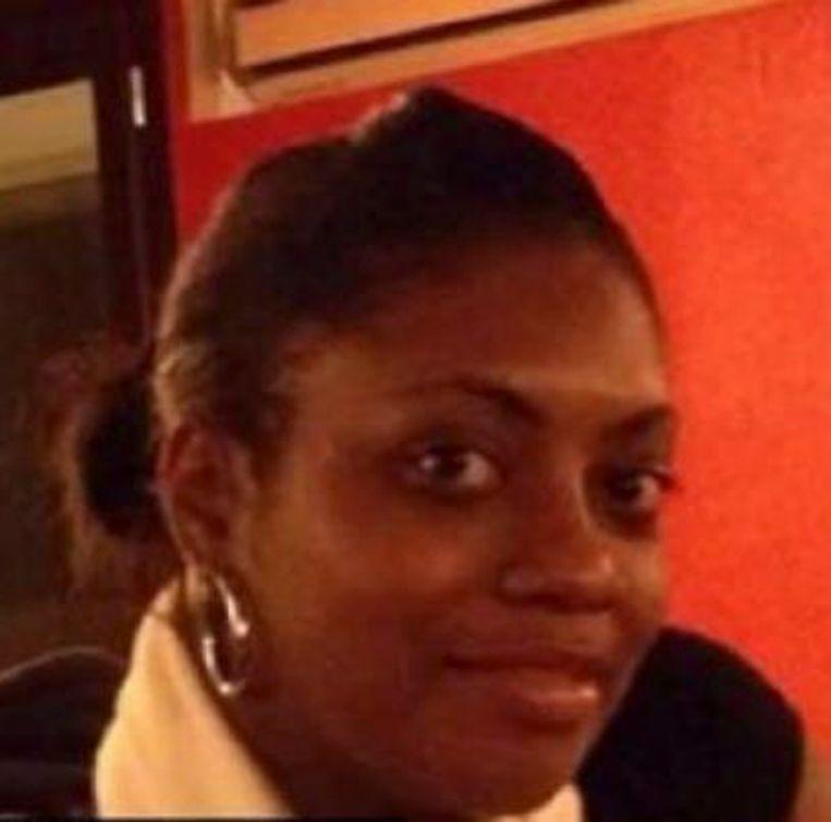 Agente Clarissa Jean-Philippe (25) werd gisteren vermoord toen ze werd opgeroepen voor een verkeersongeval in Montrouge. Haar moordenaar zou nu achter de gijzeling in de Parijse winkel zitten. Beeld PHOTO_NEWS