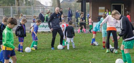 Ex-voetbalprofs geven training in Sint Philipsland
