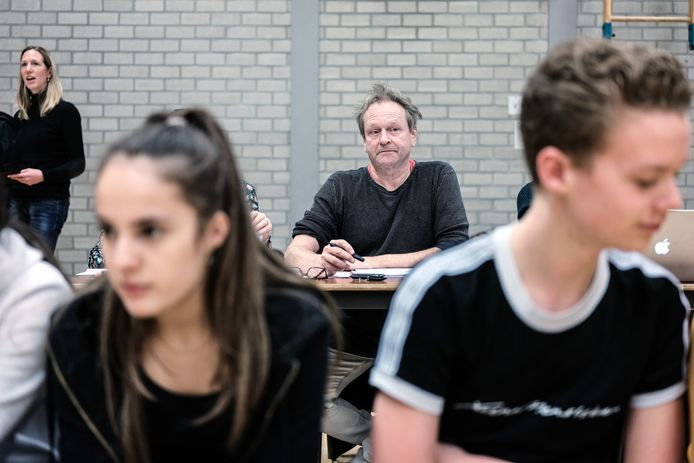Theatermaker Theo Soontiëns is een groot deel van zijn opdrachten kwijtgeraakt door corona.