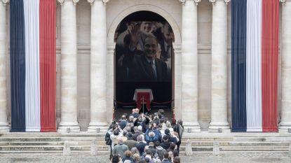 In de rij voor laatste groet aan Chirac