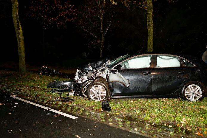 De auto die bij het ongeluk in Rijkevoort betrokken was.