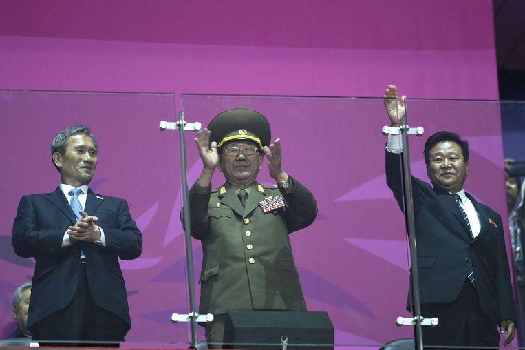 De drie hooggeplaatste Noord-Koreaanse functionarissen tijdens de sluitingsceremonie van de Aziatische Spelen in de Zuid-Koreaanse stad Incheon. Beeld afp