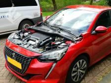 Motorkapmysterie: auto-onderdeel wordt gestolen in Rotterdam-Schiebroek