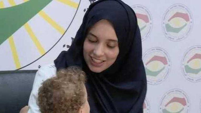 Laura H. op de Koerdische televisie, vlak na haar redding. Beeld rv