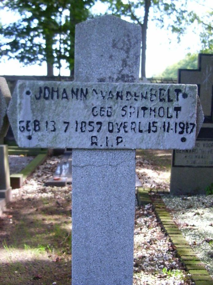 Eén van de twee monumentale graven die gestolen is in Bussloo.