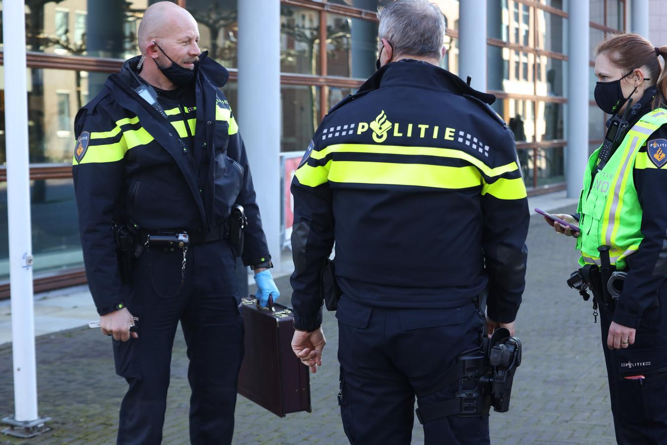 Verdachte koffer gevonden bij het gemeentehuis van Uden.