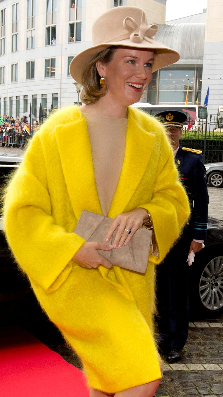 De minder geslaagde outfit van Mathilde ontworpen door Veronique Branquinho die ze in Luik droeg.