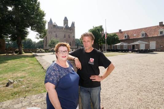 Marieke Peperkamp en Jeroen Maat bij Kasteel Doornenburg.