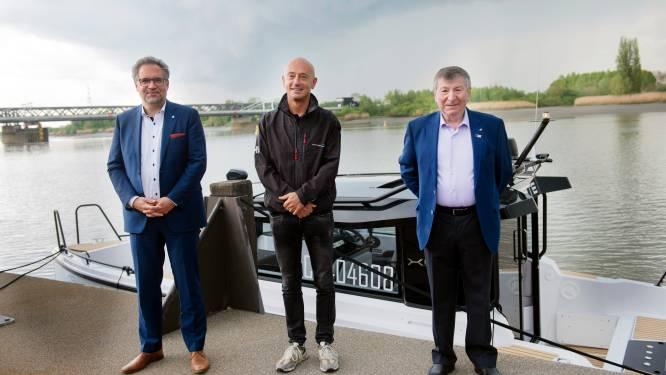 """Waterlimo pendelt vijf keer per dag tussen Temse en Antwerpen: """"Op klein half uur tijd sta je op het Steenplein"""""""