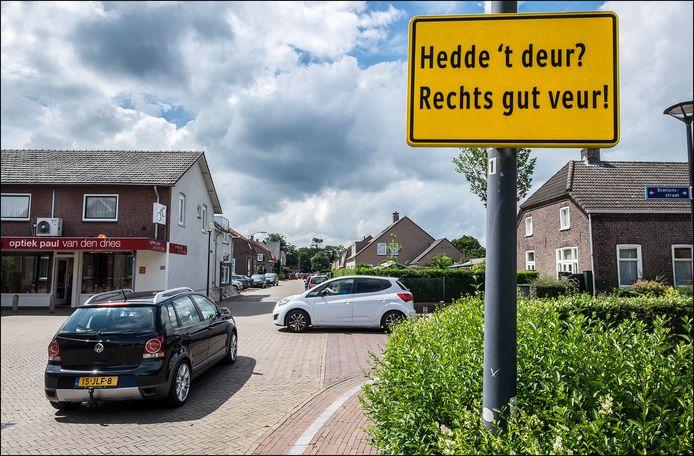 Verkeersbord in Mill geeft aan dat rechts voorrang heeft in het dialect