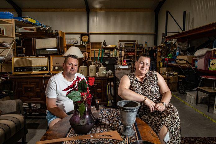 Kermisechtpaar Martin en Jolanda overleeft de coronacrisis door de kringloopwinkel die zij nu runnen.