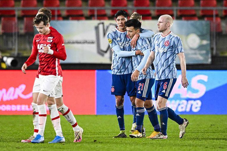 Ajax-spelers vieren dat ze naar de kwartfinale gaan in het toernooi om de KNVB-beker. Beeld ANP