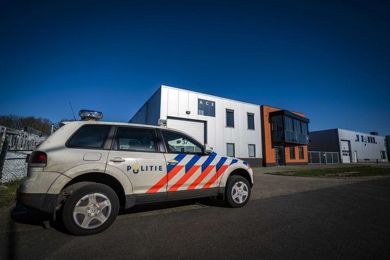 Ace Pharmaceuticals uit Zeewolde wordt bewaakt door de politie.  Beeld ANP