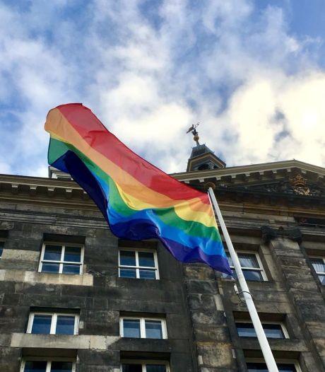 En ook in Den Bosch gaat de regenboogvlag vrijdag in top, als signaal naar Hongarije