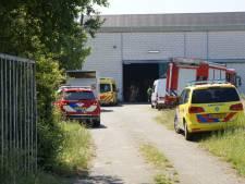 Man belandt onder een stellage en raakt gewond bij bedrijf in Vlijmen