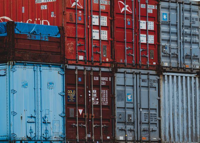 De vraag naar Chinese producten is extreem groot omdat veel fabrieken in Europa stilliggen of op halve kracht draaien vanwege lockdowns.